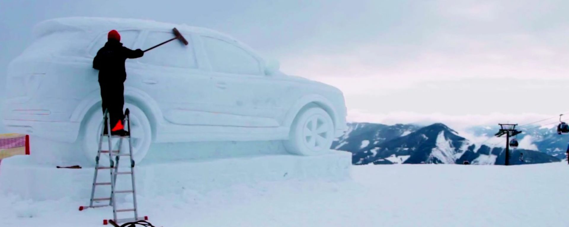 Audi: la Q7 diventa un pupazzo di neve
