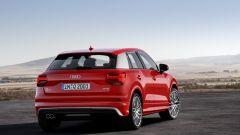 Audi Q2: i montanti posteriori di serie sono in tinta con la carrozzeria ma possono essere scelti in grigio chiaro o scuro