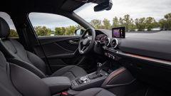 Audi Q2 restyling 2021: interni e abitacolo anteriore dal posto del passeggero
