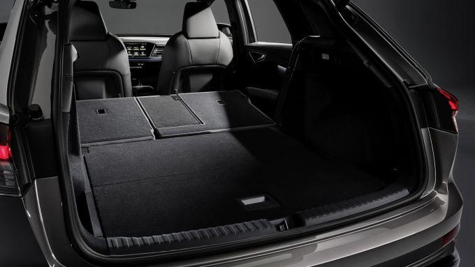 Audi Q4 e-tron: il bagagliaio con i sedili abbassati
