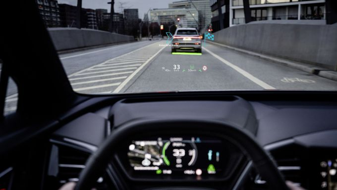 Audi Q4 e-tron, l'head-up display a realtà aumentata