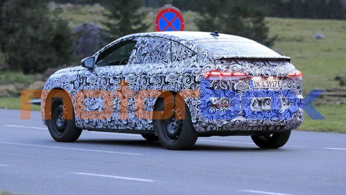 Audi Q4 e-tron Sportback: visuale di 3/4 posteriore
