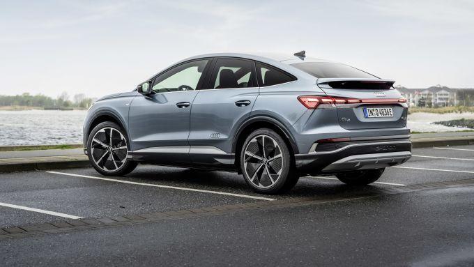 Audi Q4 Sportback e-tron: visuale di 3/4 posteriore