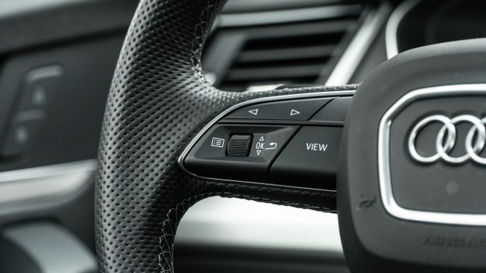 Audi Q5 40 TDI quattro S tronic S line plus 2021, comandi al volante per il computer di bordo