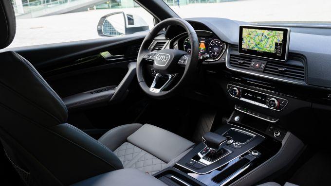 Audi Q5 55 TFSI e quattro, gli interni