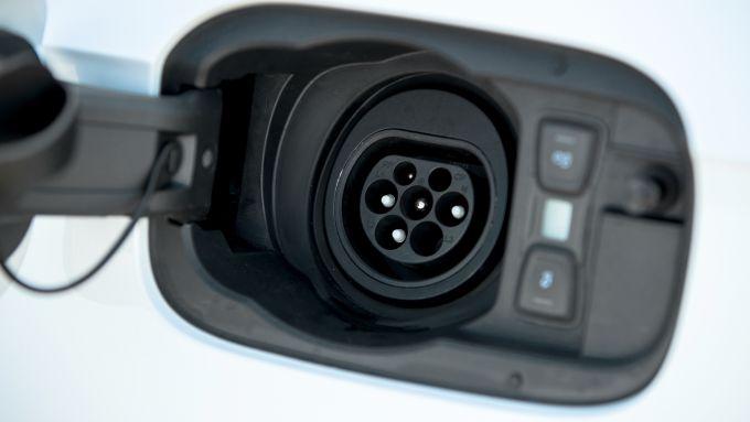 Audi Q5 55 TFSI e quattro: la presa di ricarica