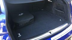 Audi Q5 Sportback PHEV: la capienza del bagagliaio è penalizzata dalla valigia porta cavi