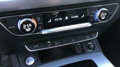 Audi Q5 Sportback PHEV: la parte analogica dei comandi con regolazione clima e setup dell'auto