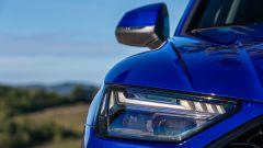 Audi Q5 Sportback PHEV: un dettaglio dei fari anteriori full LED