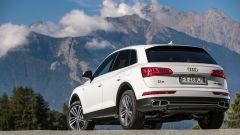 Audi Q5 TFSI e quattro 2020: visuale di 3/4 posteriore