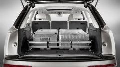 Audi Q7 2019: il bagagliaio con paratia ferma-bagagli