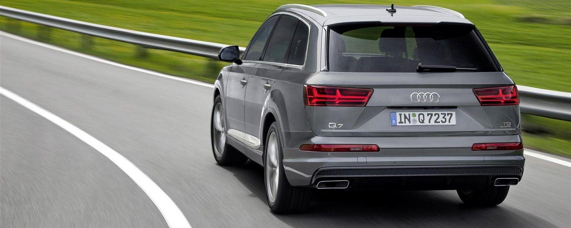 Audi Q7 2019: vista posteriore