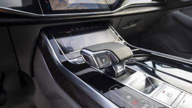 Audi Q7, l'interfaccia MMI Touch Response dietro alla leva del cambio Tiptronic