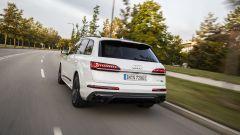 Audi Q7 plug-in hybrid: visuale di 3/4 posteriore