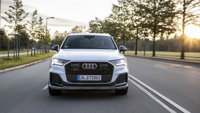 Audi Q7 plug-in hybrid: visuale frontale