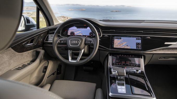 Audi Q7 restyling, gli interni