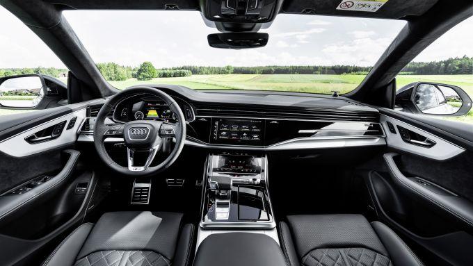 Audi Q8 plug-in hybrid: gli interni