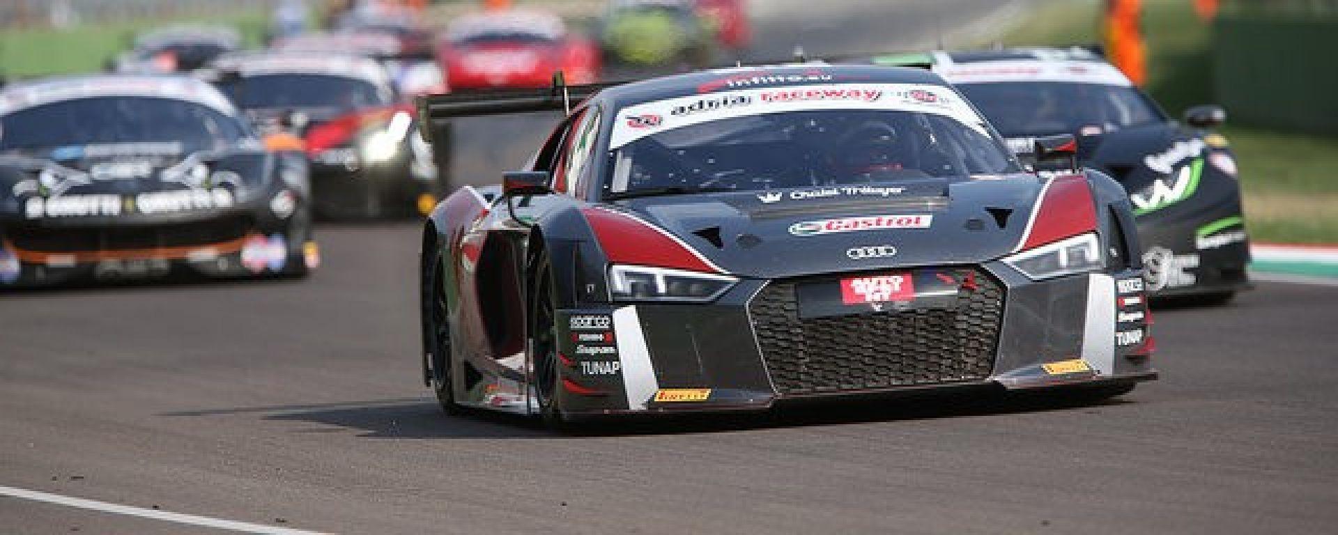 Audi R8 LMS nella prima gara del weekend a Imola