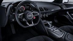 Audi R8 V10 RWS - visuale abitacolo e volante
