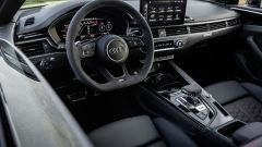 Audi RS5 Coupé 2020, abitacolo lusso-racing
