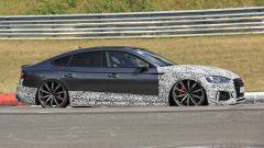 Audi RS5-R: foto spia del facelift ABT al Nürburgring, la fiancata destra