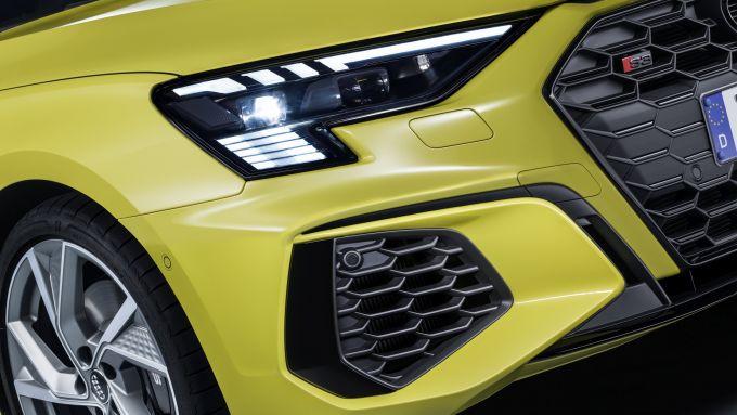 Audi S3 Sportback: luci e paraurti anteriori di taglio sportivo
