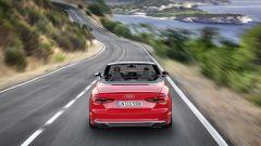 Audi S5 Cabrio: 4 scarichi ed estrattore posteriore sono tra gli elementi distintivi della versione più potente