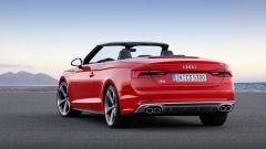 Audi S5 Cabrio: vista 3/4 posteriore