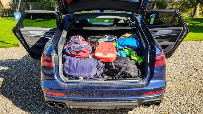 Audi S6 Avant 2019, il bagagliaio... pieno