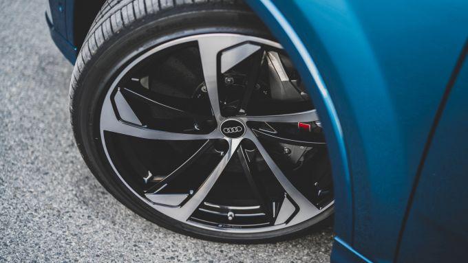 Audi SQ8: gli enormi cerchi da 23