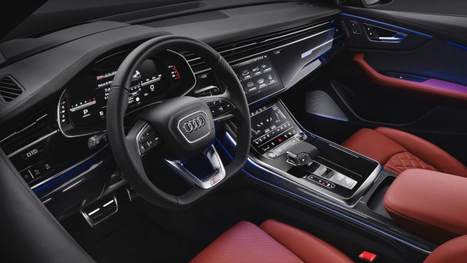 Audi SQ8: gli interni