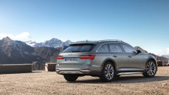 Audio A6 Allroad quattro: una vista del 3/4 posteriore