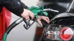 Aumenti prezzi carburante in Italia: benzina, gasolio, GPL e metano