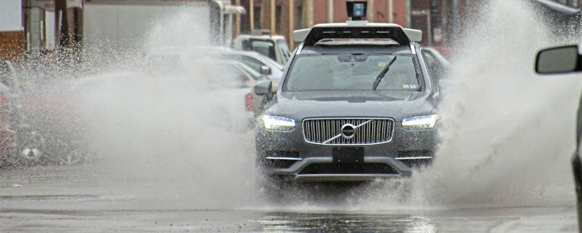 Auto a guida autonoma, la pioggia il suo peggior nemico