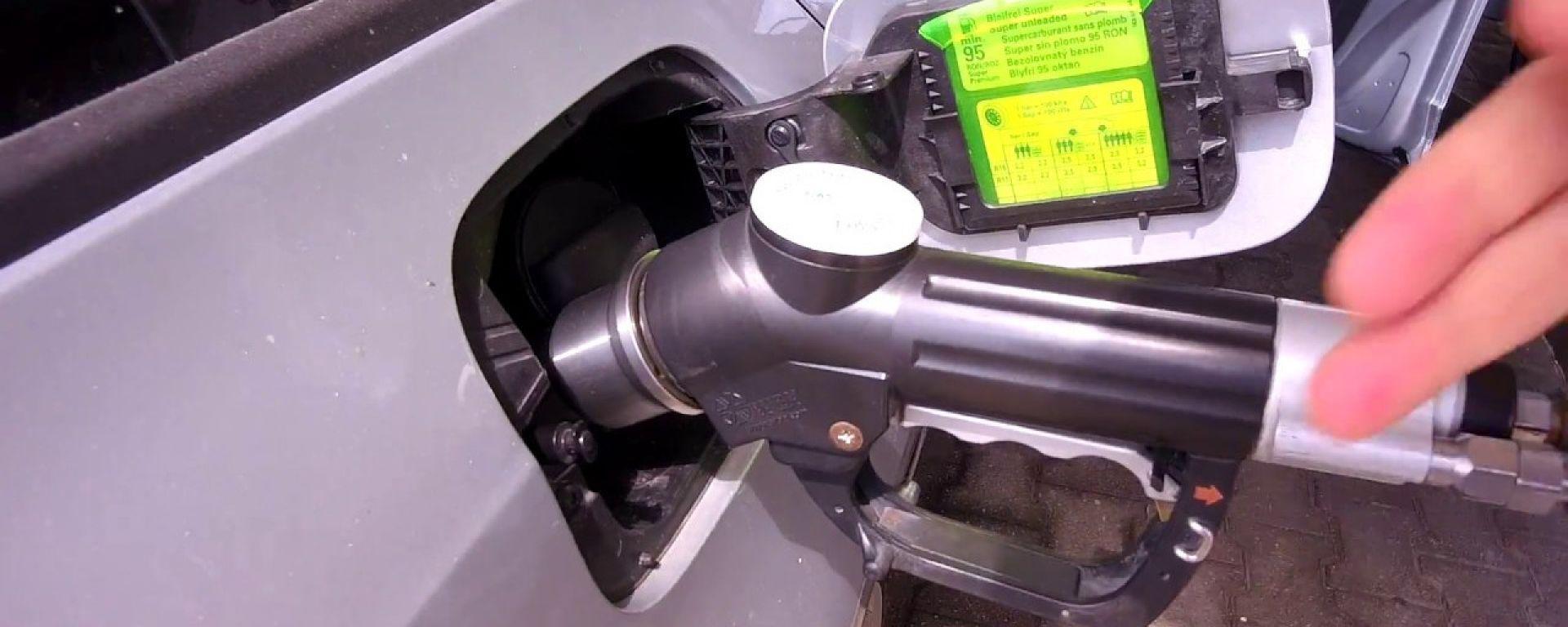Auto a metano, via libera al rifornimento self service