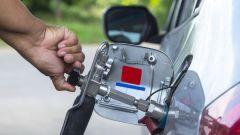 Auto a metano, approvato rifornimento self service. Da aprile 2019