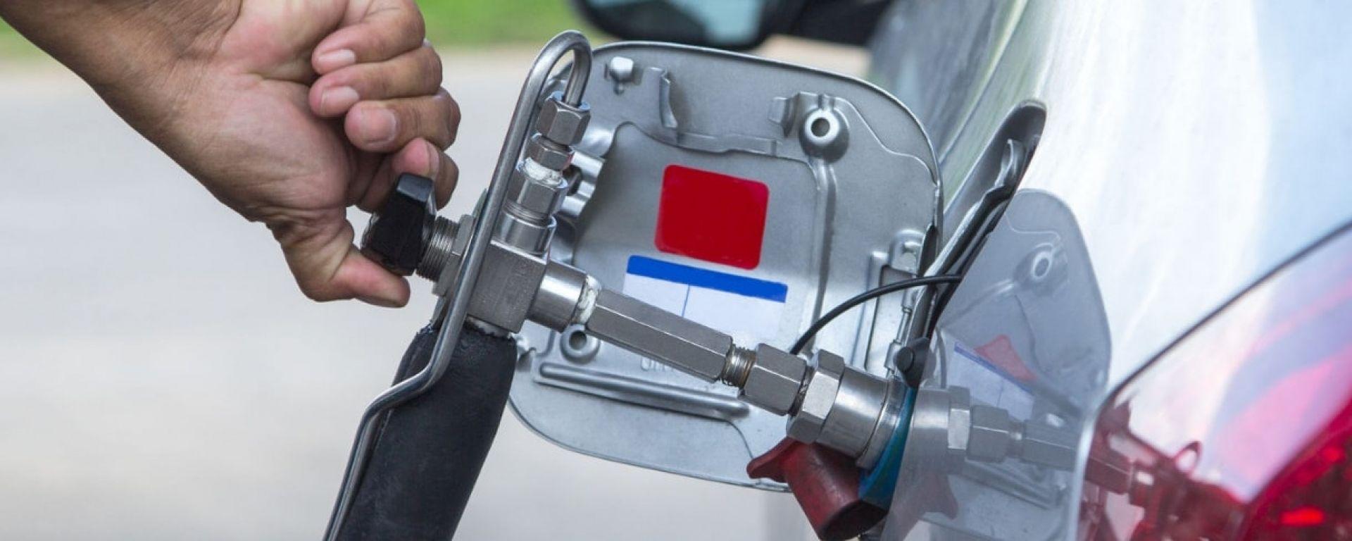 Auto a metano, via libera da aprile 2019 al rifornimento self service
