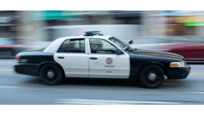 Auto connessa al servizio delle forze dell'ordine