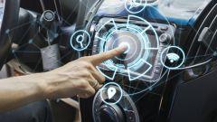 Auto connessa, quali i servizi preferiti dagli automobilisti italiani?