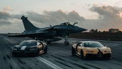 Auto contro aereo: Bugatti Chiron Sport Les Legendes Du Ciel vs Dassault Rafale Marine