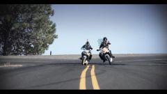 Auto contro moto sfida a tutto drift - Immagine: 5