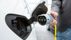 Auto elettrica, vendite bloccate da costi ricarica e assenza incentivi