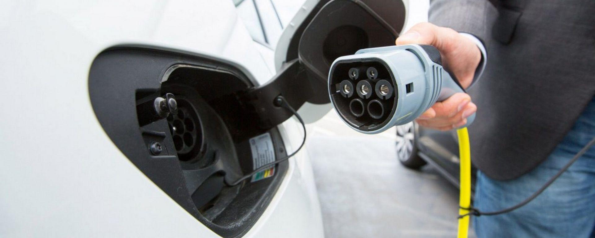 Auto elettrica, in Italia zero incentivi