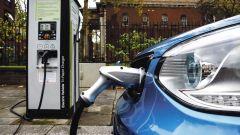Auto elettriche, 5 buone news su vendite, prezzo, costi ricarica