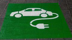 Legge per parcheggi riservati ad auto elettriche non in ricarica?