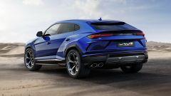 Auto italiane iconiche con motore V8: la Lamborghini Urus vista da dietro