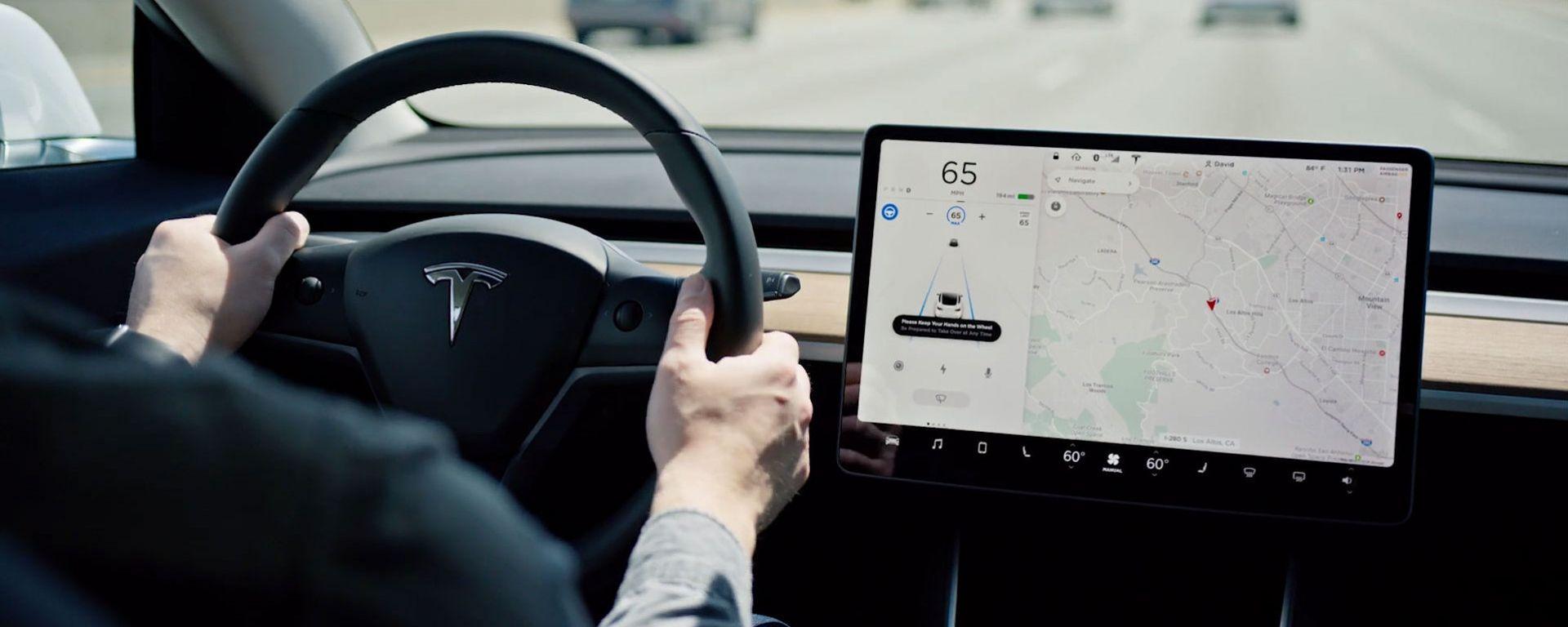 Autopilot e incidenti stradali: l'ultimo report di Tesla