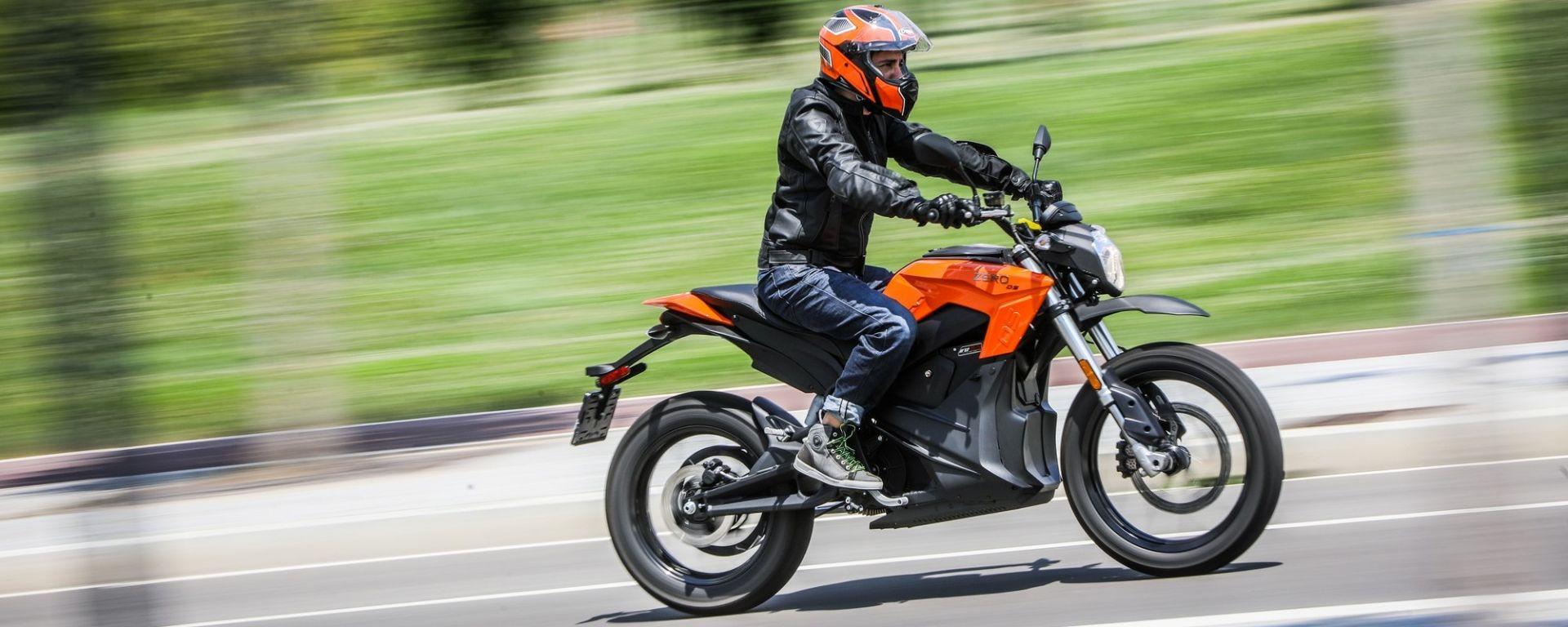 Autostrade vietate alle moto elettriche: arriva il ddl