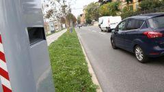 Autovelox, multa nulla se dispositivo sistemato dopo filare di alberi