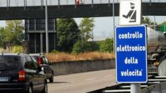 Autovelox, abolito l'obbligo della distanza minima cartello di avviso